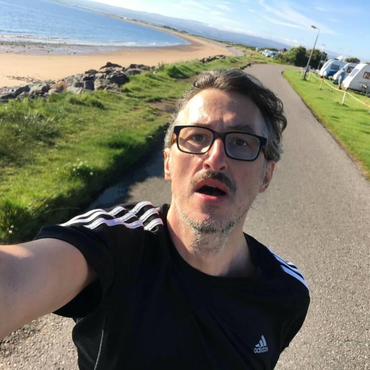 """Josef Chladek Ein einprägsamer Moment, laufen im August in Schottland bei knapp 10 Grad - und Martina hat an der """"Fotografier-Haltung"""" durchaus zurecht was auszusetzen :-) - Voten und/oder auch sich selbst nominieren unter http://www.facebook.com/groups/Sportsblogged"""