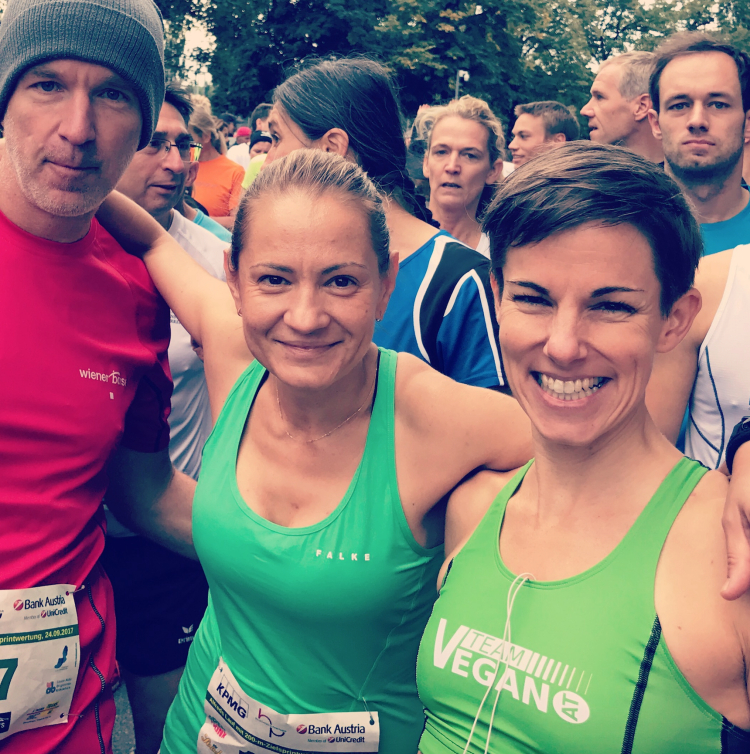 Am Start mit Zuckerl im Mund und neben Diana Berisha-Klusóczki und Maria Hinnerth